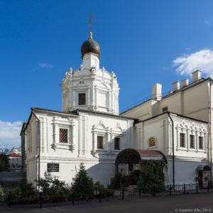 """Вид на фасад Храма """"Успение Пресвятой Богородицы"""" на Чижевском подворье"""
